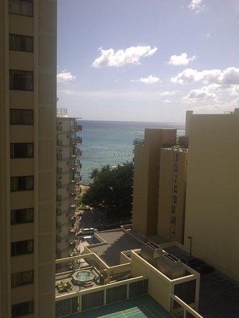 Waikiki Resort: Jr. Suite with partial ocean view
