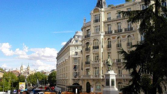 Madrid, Espagne : Carrera de san Jeronimo, frente al congreso