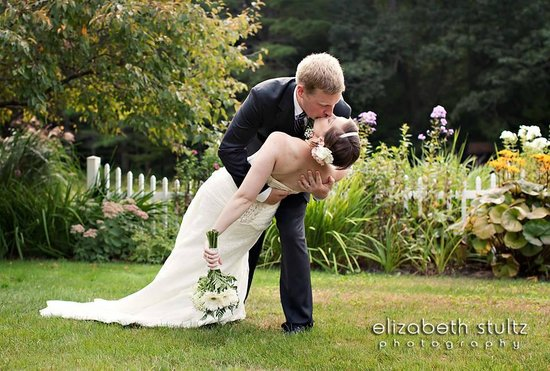 Greenwood Manor Inn: Garden Wedding Picture