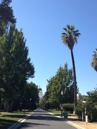 Capitol Park: Vista da una delle entrate del parco...