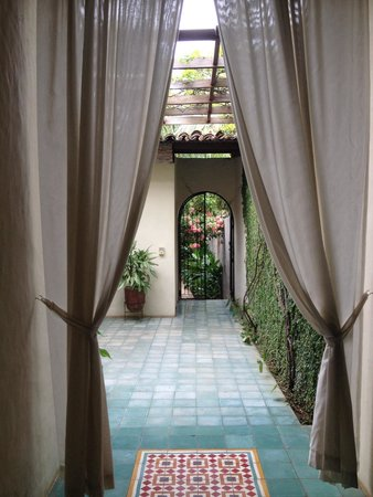 Casa Lucia Boutique Suites & Apartments: Walking into heaven
