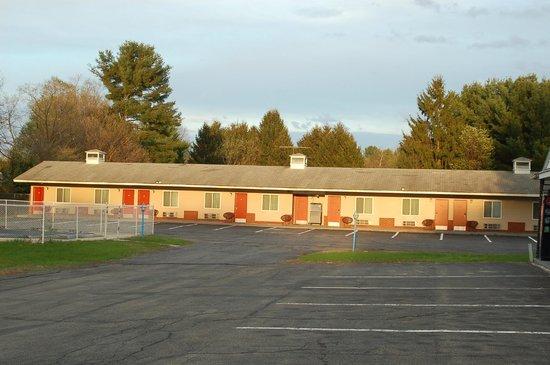 Budgetel Inn South Glens Falls : Motel Photo