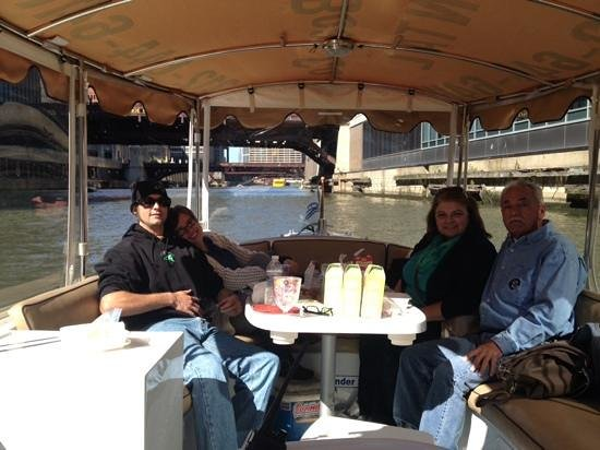 Chicago Electric Boat Company: fun on the river!