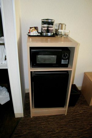 DoubleTree by Hilton Hotel Vancouver, Washington: Microwave, fridge and coffee maker