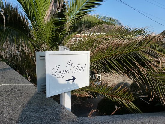 The Lugger Hotel : Signpost to a wonderful holiday