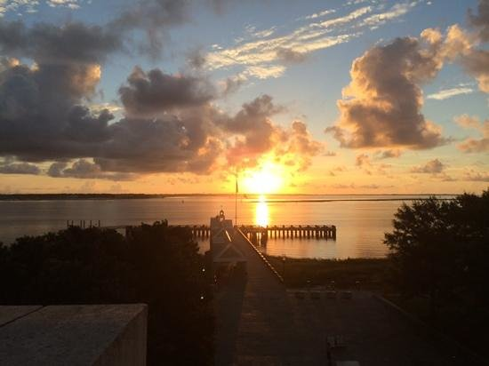 Harbourview Inn : Sunrise from our window