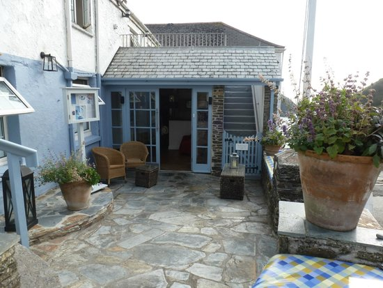 The Lugger Hotel: Outside seating area