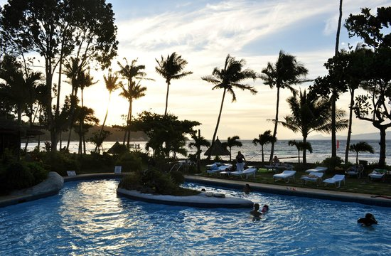 Coco Beach Island Resort : Pool and ocean