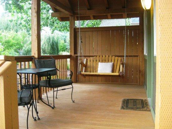Carson Ridge Luxury Cabins : Fishing Creel Cabin Deck