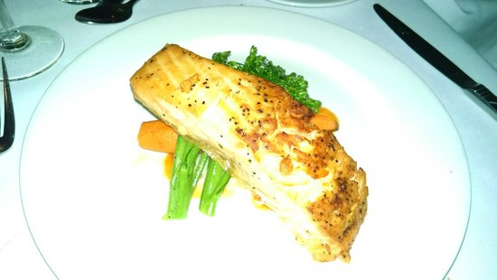 World Yacht : Salmon Dinner