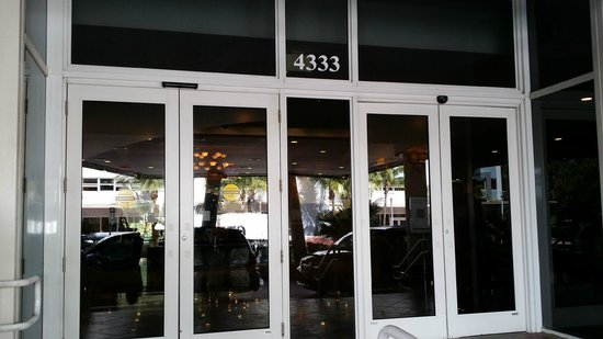 Holiday Inn Miami Beach : Hotel Entrance
