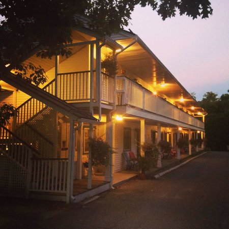 Towne Motel: Can't wait to visit again. Lovely motel, wonderful owners. Thanks very much.