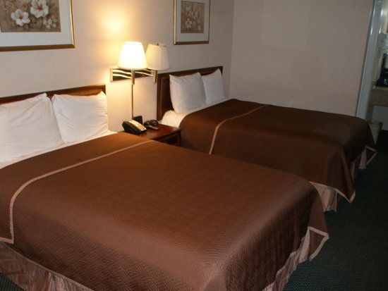 Americas Best Value Inn - Fredericksburg North: Beds