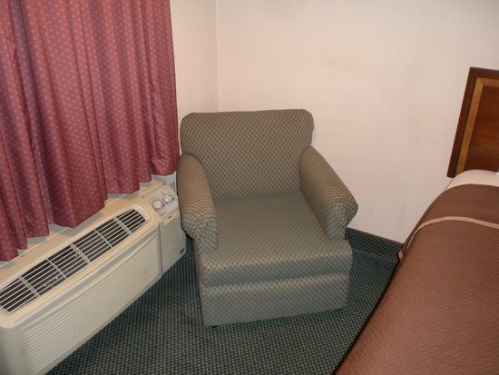 Americas Best Value Inn - Fredericksburg North: chair