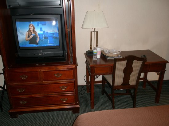 Americas Best Value Inn - Fredericksburg North: TV