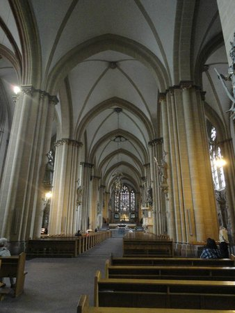 Paderborn Cathedral (Dom zu Paderborn): a nave central