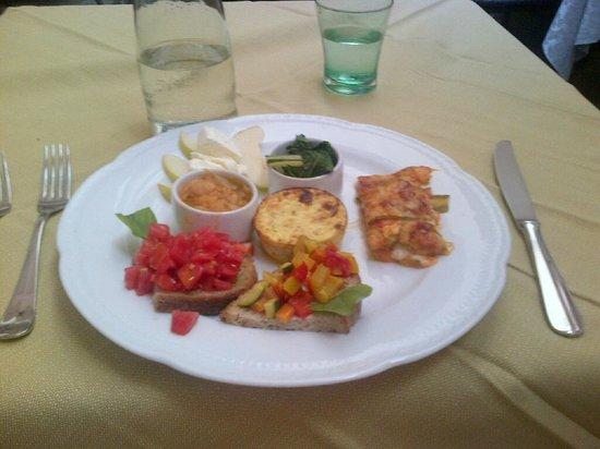Locanda al Pozzo Antico: the vegetariano antipasto plate -  my favorite!