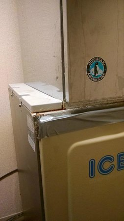 Sheraton Crescent Hotel: Building is just old.  Ice machine on 2nd Floor.