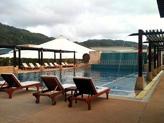 Millennium Resort Patong Phuket : Lovely pool at beach side wing