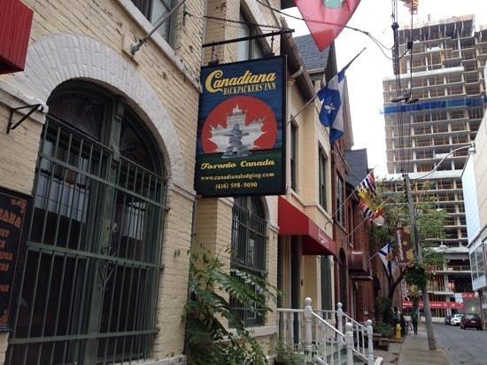 Canadiana Backpackers : fachada