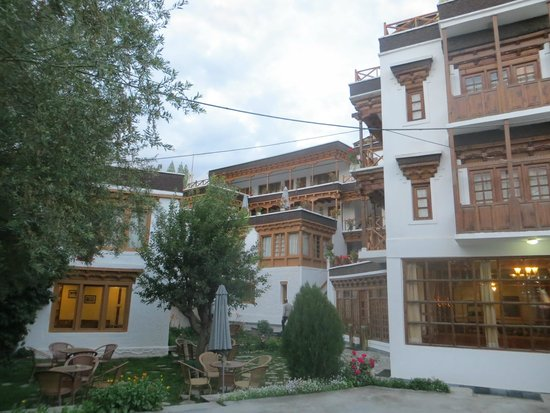 Hotel Dragon Ladakh: Main Courtyard