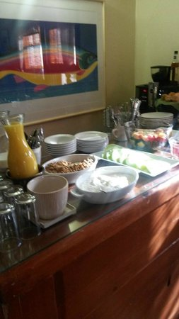 Chapelle Street Casitas : Fresh fruit and assorted pastries for breakfast