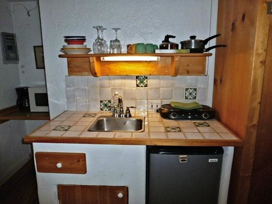 Chapelle Street Casitas: Fully equipped kitchenette