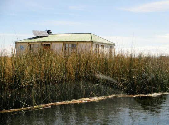 Lake Titicaca: Totora house with solar panel