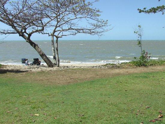 Cairns Beach Resort : close to the beach