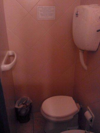 Hotel Esperanza & Artemisa Spa: baño muy incomodo