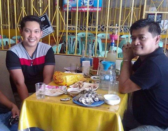 Nena's Beth at Manokan Country : Happy Customers