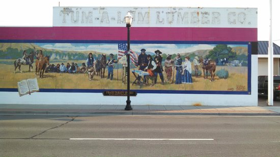 The Dalles: Historical Mural Depicting End of Oregon Trail