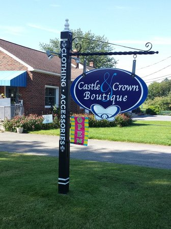 ‪Castle & Crown Boutique‬