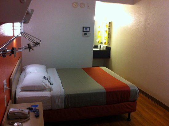 Motel 6 New London - Niantic: Interior of My Room