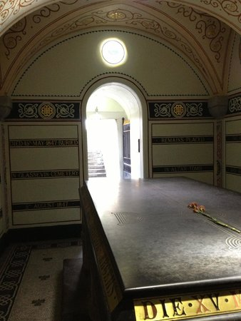 Glasnevin Cemetery Museum: Inside the O'Connell crypt/roundtower