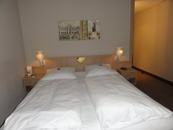 Moevenpick Hotel Munchen Airport: our room