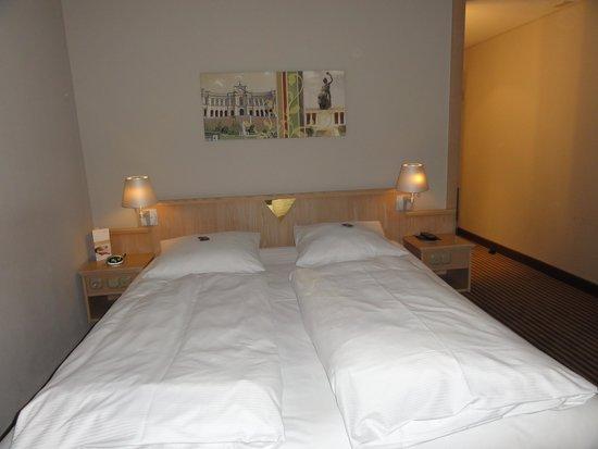 Mövenpick Hotel München Airport: our room