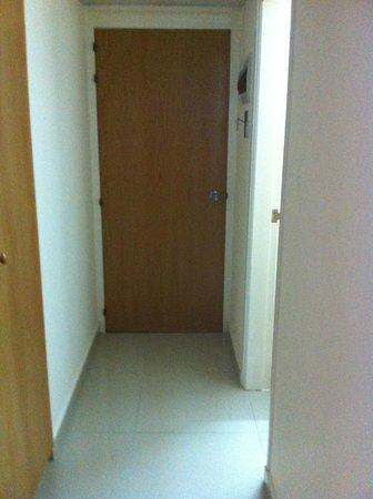 Veronica Hotel: входная дверь