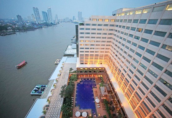 Ramada Plaza Bangkok Menam Riverside : Building Sunset