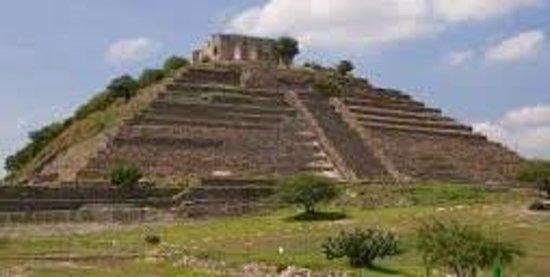 Piramide Gran Cue: Esta Gran pirámide se encuentra en el Pueblito