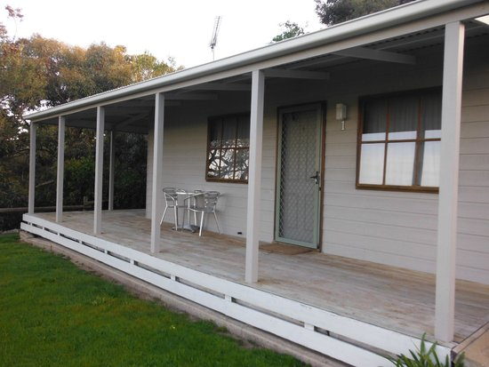 Lakeside Tourist Park: Standard cabin