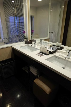 Loisir Spa Tower Naha: rm 1164, his and her sinks