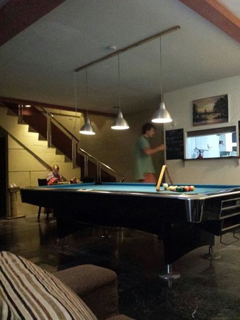 Six Degrees: Pool table for everyone :)