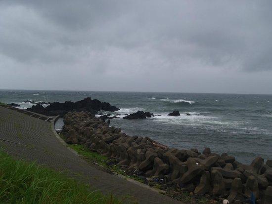Atsumi Road Station: 荒れる日本海