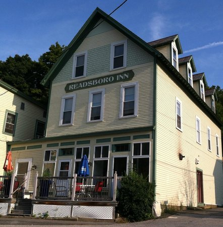 Readsboro, VT : Front of Inn and Restaurant patio