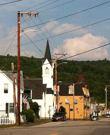 Readsboro, VT: View outside Inn of town
