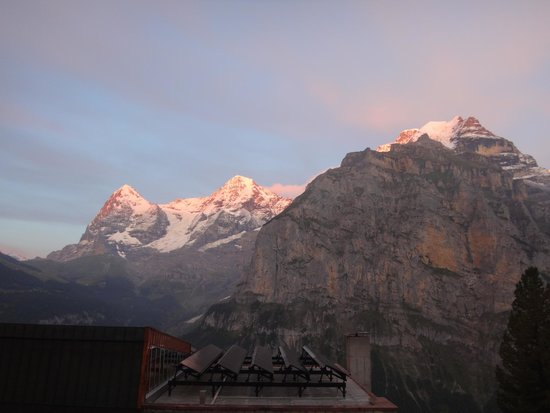 Hotel Eiger: Sun set in the hotel