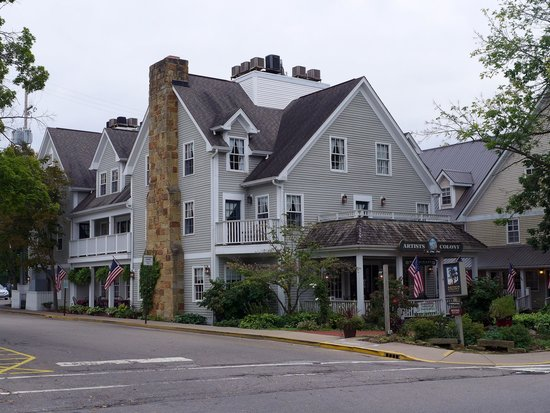 Artists Colony Inn : Exterior view (looking southeast)
