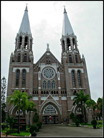 Saint Mary's Cathedral: External view