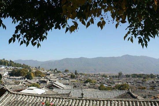 Yuegulou Hostel Lijiang Quyuan: View from hotel